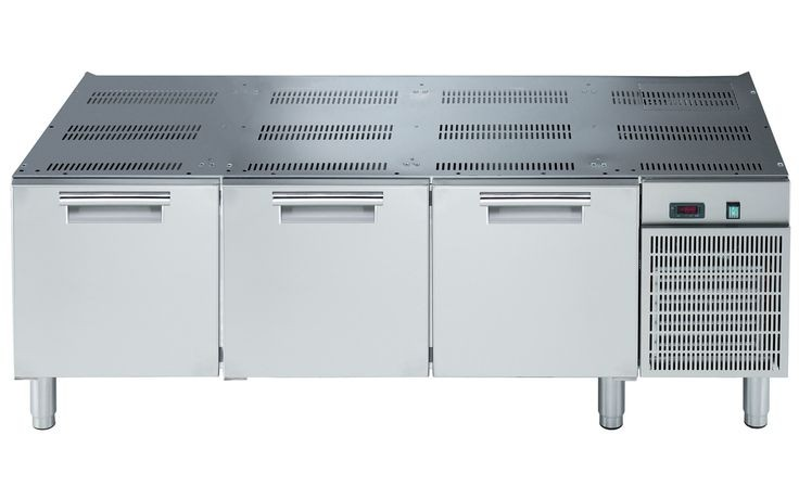 Electrolux 700XP refrigerated base with 3 drawers